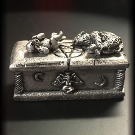 Swaddled and Bestial Offerings by Effincool Miniatures